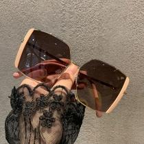 Kreative Sonnenbrille mit Unregelmäßigem Rahmen