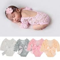Nettes Set für Babys aus bestehend aus einem Strampelanzug mit Freiem Rücken Langen Ärmeln + Blumenstirnband