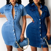 Modisches Jeanskleid mit Kurzen Ärmeln Polo-Kragen Einreihigem Design und Schlanker Passform