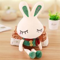 Niedliche Kaninchenpuppe in Kontrastierenden Farben