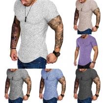 Modernes T-Shirt für Herren mit Rundhalsausschnitt und Gebogenem Saum