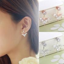 Ein Paar Fashion Blatt-Bolzen-Ohrringe Ohrstecker mit Strass - aus Legierung