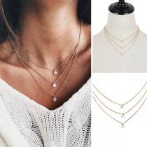 Moderne Halskette mit mehreren Lagen und Strassanhängern