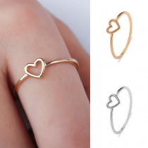 Netter Ring mit Ausgeschnittenem Herz
