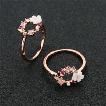 Ring mit Zierperle, Zierstrass und Blumen-Applikation