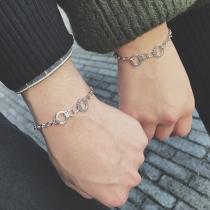 Kreatives Armband für Paare mit Handschellen