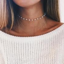 Moderne Halskette mit Perlen