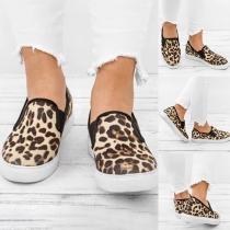 Moderne Canvas Schuhe mit Flachen Absätzen Runden Zehkappen und Leopardenmuster