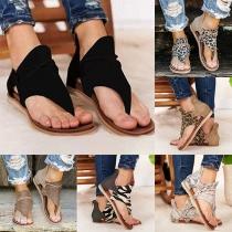 Moderne Sandalen mit Flachen Absätzen und Leopardenmuster