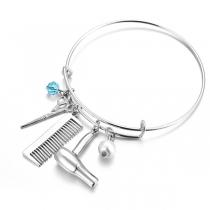 Kreatives Armband mit Anhängern in Form von Schere Kamm und Haartrockner