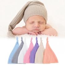 Moderne Gestrickte Babymütze mit Volltonfarbe und Knoten