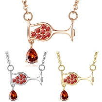 Schicke Halskette mit Eingelegtem Strass und Weinglasanhänger