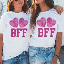 Modern Bedrucktes T-Shirt mit Herzmotiv  Kurzen Ärmeln und Rundhalsausschnitt