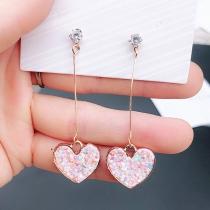 Nette Ohrringe mit Herzanhänger und Eingelegtem Strass