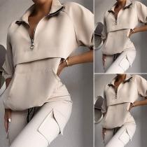 Modernes Zweiteiliges Set in Volltonfarbe bestehend aus einem Sweatshirt mit Langen Ärmeln und Stehkragen + Hose
