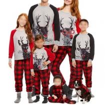 Niedliches Pyjama-Set für Eltern und Kinder mit Hirschmotiv und Kontrastierenden Farben