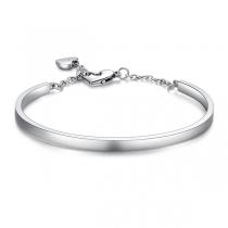 Modisches Silberfarbenes Armband mit Herzanhänger