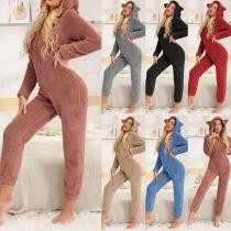 Niedlicher Einteiliger Schlafanzug aus Plüsch mit Langen Ärmeln und Kapuze