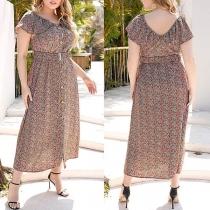 Nettes Kleid in Übergröße mit V-Ausschnitt Kurzen Ärmeln Blumenmuster und Hoher Taille