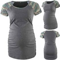 Modernes Umstands-T-Shirt mit Kurzen Ärmeln mit Tarnmuster und Rundhalsausschnitt