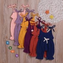 Moderner Strampler aus Baumwolle und Leinen in Volltonfarbe