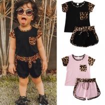 Modernes Zweiteiliges Set für Kinder mit Akzenten mit Leopardenmuster bestehend aus T-Shirt mit Kurzen Ärmeln + Shorts