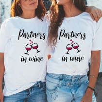 Besties T-Shirt mit Textaufdruck 'Partners in Wine'