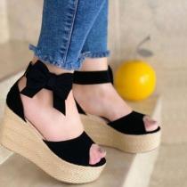 Moderne Offene Schuhe mit Dicken Sohlen Keilabsätzen Offenen Zehen und Schleifen