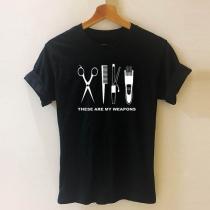 Schickes T-Shirt mit Kurzen Ärmeln Rundhalsausschnitt und Haarschneideset-Motiv (Kein Gummiband)