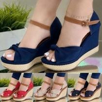 Moderne Offene Schuhe mit Keilabsätzen Freien Zehen und Kontrastierenden Farben
