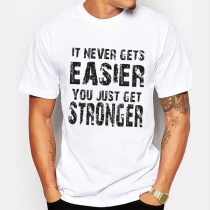 "Bedrucktes T-Shirt für Herren mit dem Text ""It Never Gets Easier, You Just Get Stronger"""