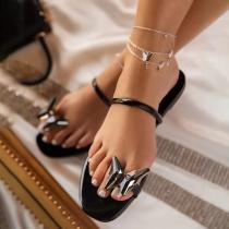 Moderne Slippers mit Flachen Sohlen und Schmetterling