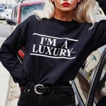 Schwarzes Sweatshirt mit dem Text I'M A LUXURY,FEW CAN AFFORD