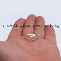 Netter Ring für Paare in Form einer Umarmung