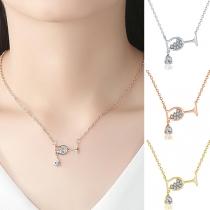 Schicke Halskette mit Weinglasanhänger und Eingelegtem Strass