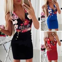 Sexy stilvolle Kleid mit Blumenmuster, Raffungen und Zierknöpfen