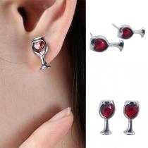 Moderne Ohrstecker in Weinglasform mit Rotem Herz aus Strass