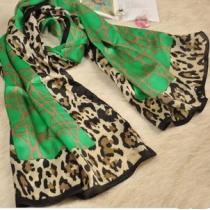 Cooler grüner Leopard-Schal